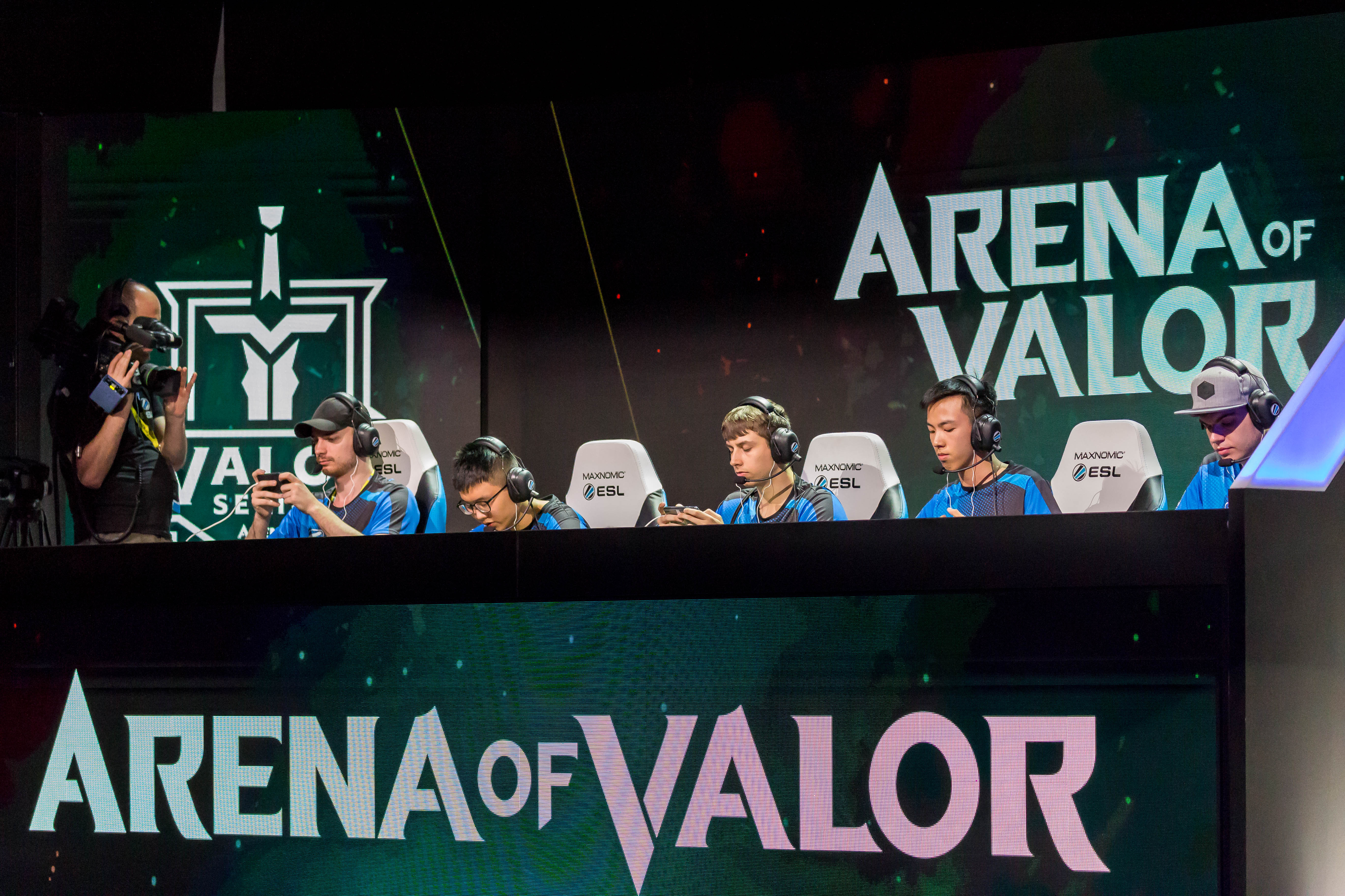 Gamers playing Arena of Valor
